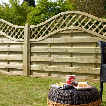 Hartwood 4' x 6' Horizontal Weave Fence Panel With Wavy Trellis